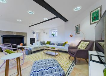 Thumbnail Serviced flat to rent in Hampton Court Road, East Molesey