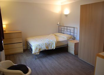 Thumbnail Studio to rent in Approach Road, Raynes Park