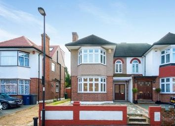 3 bed property to rent in Crown Lane, London N14