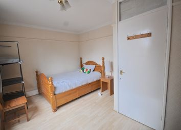 Thumbnail Room to rent in College Place, Plender Street, London