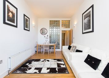3 bed property to rent in Plough Terrace, London SW11