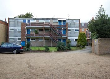 Thumbnail Maisonette to rent in High Street, Addlestone