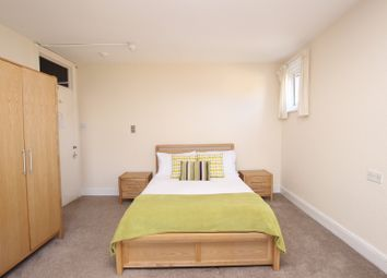 Thumbnail Room to rent in Brownlow Road - Room 5, Reading