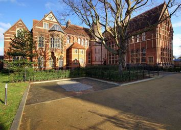 4 bed property to rent in The Priory, Edgware, Middlesex HA8