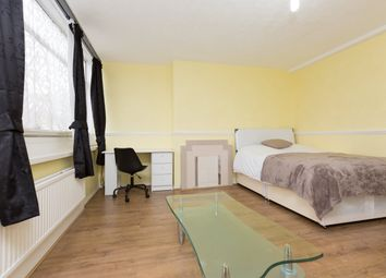 Thumbnail Room to rent in Clapham Road, Oval