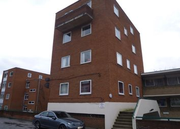 3 bed flat to rent in Moulton Rise, Luton LU2