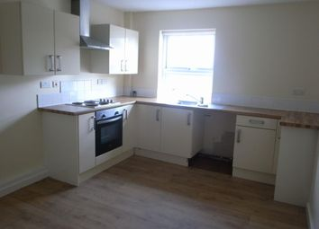 2 bed flat to rent in West Parade, Rhyl LL18