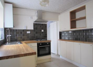 3 bed terraced house to rent in Dale Road, Luton LU1