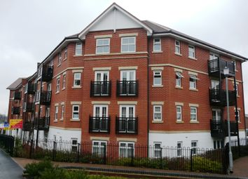 Thumbnail 2 bed flat to rent in Alexandra Road, Aldershot