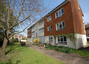 3 bed flat to rent in Kemsing Close, Bromley BR2