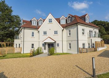 Bell Lane, Brookmans Park, Hertfordshire AL9. 2 bed flat