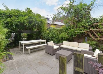 Thumbnail 2 bed flat to rent in Cornwall Crescent, Notting Hill, London