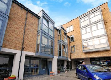 2 bed property to rent in Isabella Mews, Islington, London N14Bj N1