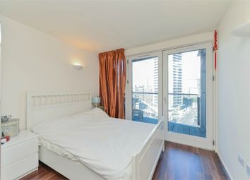 Thumbnail 1 bedroom flat to rent in New Providence Wharf, 1 Fairmont Avenue, Canary Wharf, London