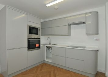 2 bed maisonette to rent in Pilgrims Close, Palmers Green N13