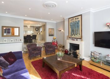 Thumbnail 3 bedroom flat for sale in Chesterford Gardens, Hampstead, London