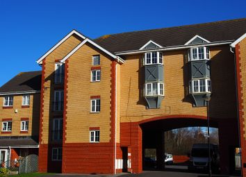 Thumbnail 2 bed flat to rent in Gerddi Margaret, Barry