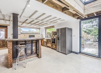 Thumbnail 4 bed flat to rent in Beechwood Close, Ascot
