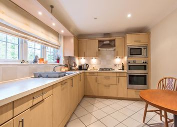 Thumbnail 2 bed flat to rent in Sunningdale, Berkshire