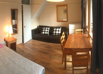 Thumbnail Room to rent in College Place, London