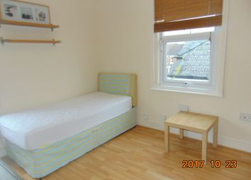 Clifton Street, Old Town, Swindon SN1. Studio to rent