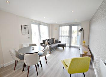 Thumbnail 2 bed flat to rent in Wallingford Way, Maidenhead
