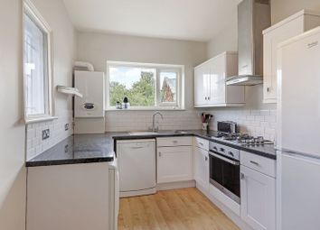 3 bed flat to rent in Radbourne Road, London SW12