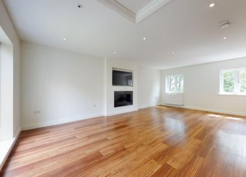 3 bed flat to rent in Albion Park, Essex IG10