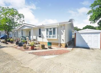 2 bed mobile/park home for sale in Shirkoak Park, Woodchurch, Ashford, Kent TN26