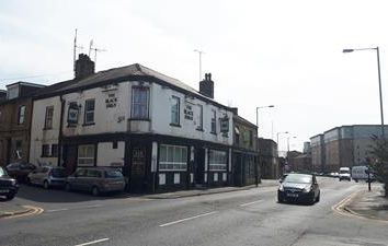 Thumbnail Leisure/hospitality for sale in The Black Swan, 150 Thornton Road, Bradford, West Yorkshire
