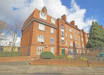 Thumbnail 2 bed flat to rent in Triangle Place, London