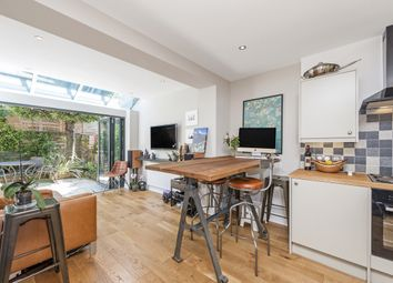 Thumbnail 2 bedroom flat to rent in Lakeside Road, London
