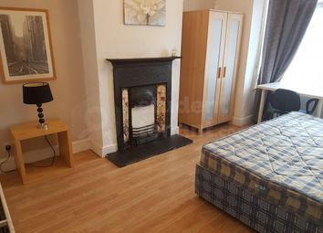 Thumbnail Room to rent in Castle Avenue, Rochester, Kent