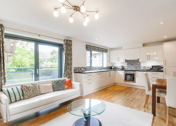 Thumbnail 1 bed flat to rent in Hernes Crescent, Oxford