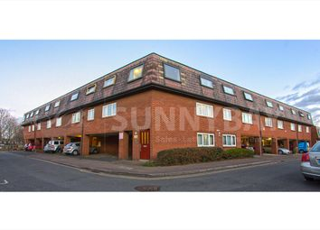 Thumbnail 1 bed flat to rent in Lacock Close, Wimbledon
