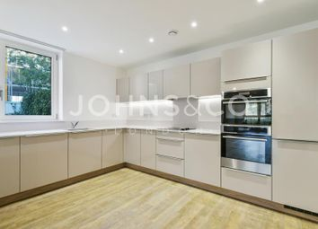 Thumbnail 3 bedroom flat to rent in Bowline Court, Greenwich, London