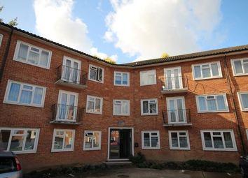 2 bed flat to rent in Waverley Court, Bishopric, Horsham RH12