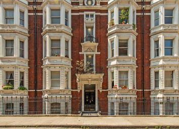 Bury Place, London WC1A. 3 bed flat