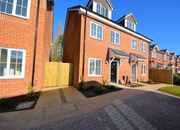 Thumbnail 3 bed town house to rent in Hollands Close, Portsmouth