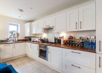 Thumbnail 2 bed flat to rent in Dove Close, Crowthorne