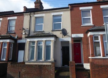 2 bed flat to rent in Chiltern Rise, Luton, Bedfordshire LU1