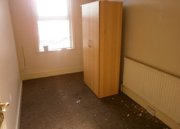 2 bed flat to rent in Barley Lane, Ilford IG3