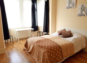 Thumbnail 5 bed shared accommodation to rent in Cotswold Gardens, London