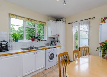 Hatch End, Hatch End, Pinner HA5. 2 bed flat