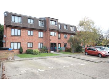 Thumbnail 1 bed flat to rent in The Drive, Langley, Slough