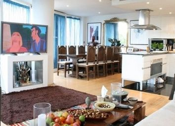 Thumbnail 2 bedroom flat for sale in Queenstown Road, London