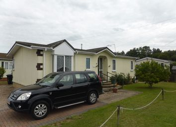 Thumbnail 2 bed mobile/park home for sale in Avenue Three, Meadowlands, Addlestone