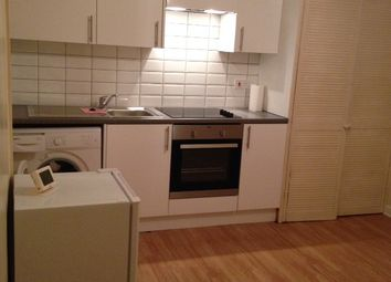 Thumbnail 1 bed flat to rent in Earlswood Road, Earlswood, Redhill