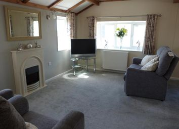 Thumbnail 2 bed mobile/park home for sale in Faversham Road, Seasalter, Whitstable, Kent