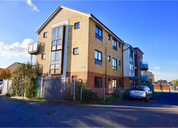 Thumbnail 2 bedroom flat for sale in 67 Brooklands Road, Romford